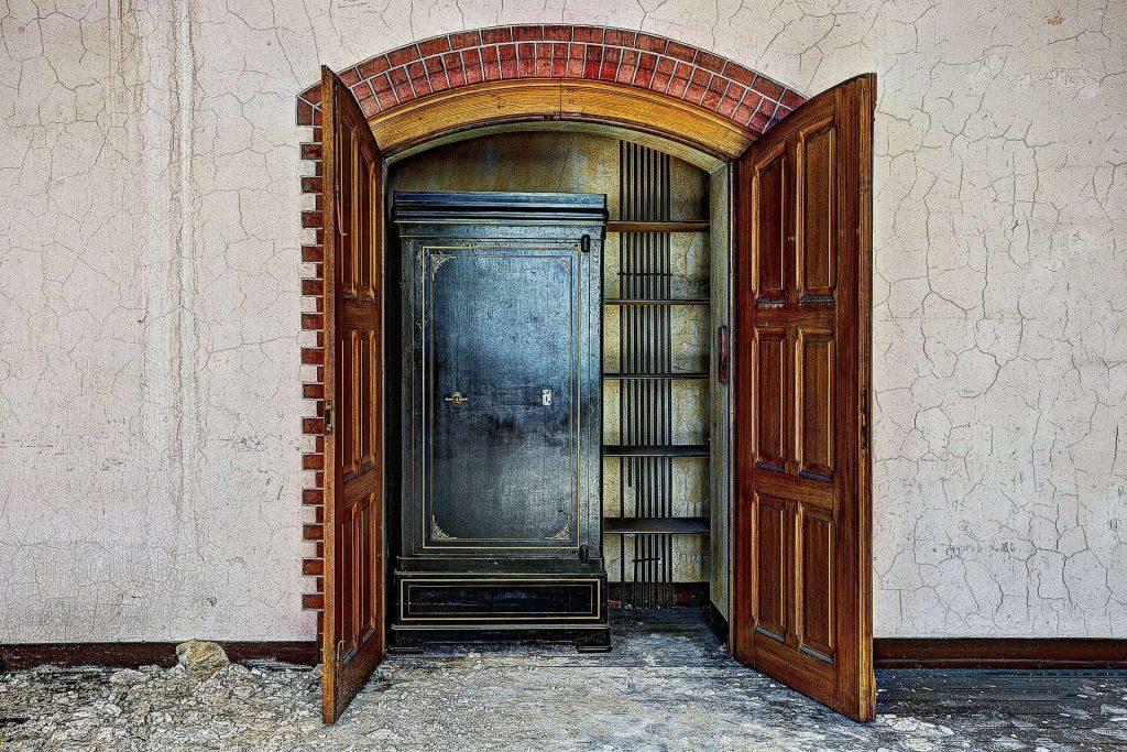 door opening on gun safe